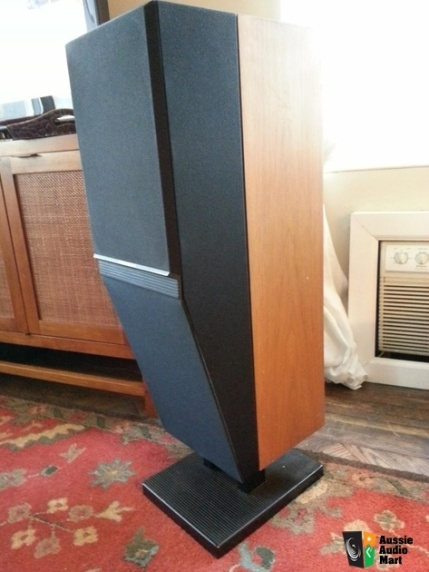 The Mordant-Short System 442 decoupled cabinet speaker. Designed in 1985.